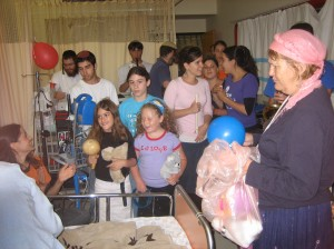SH Members on a visit to the children\'s ward at Shaarey Tzedek Hospital